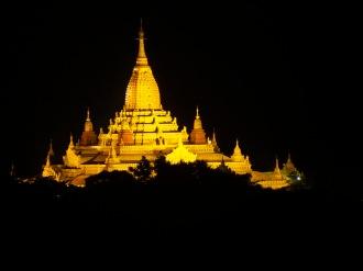 Ananda Tempel bei Nacht