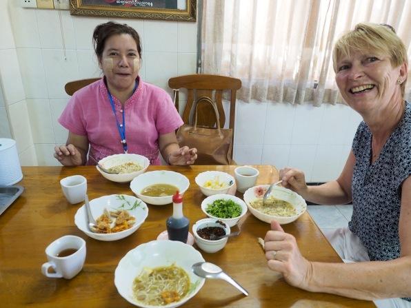 Burmesisches Frühstück