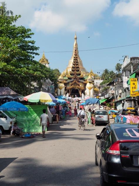 östliche Zuahrt zur Shwedagon