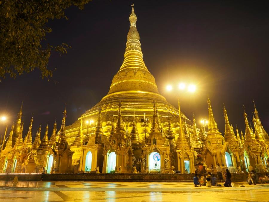 Shwedagon in der Nacht