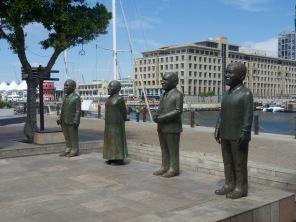 "Südafrikas vier Friedensnobelpreisträger - Albert Luthuli, Desmond Tutu, Frederik de Klerk, ""Madiba"" Nelson Mandela"