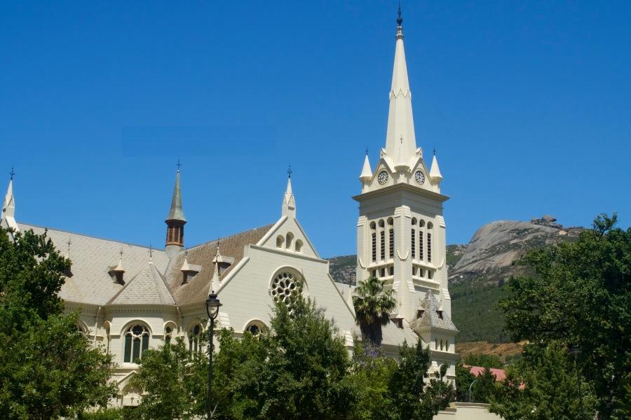 Protestantische Kirche in Paarl und Granitperle rechts oben